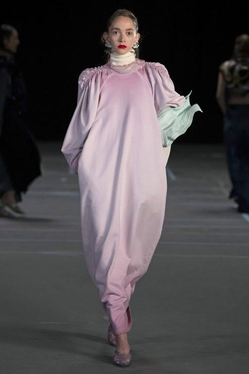 Stella Ripper desfila en París para la firma Y/Project 2