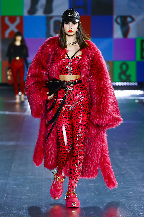 Claudia Gómez vuelve a desfilar para Dolce&Gabbana en Milan Fashion Week 15
