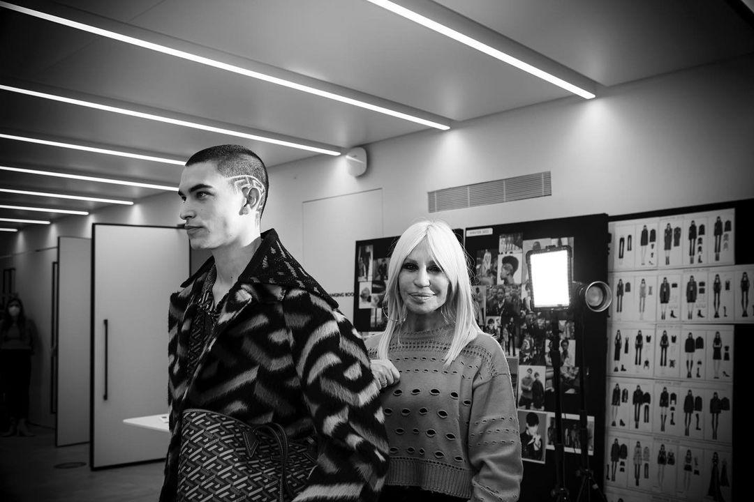Nacho Penín and Simone Bricchi walk for Versace in Milan 8